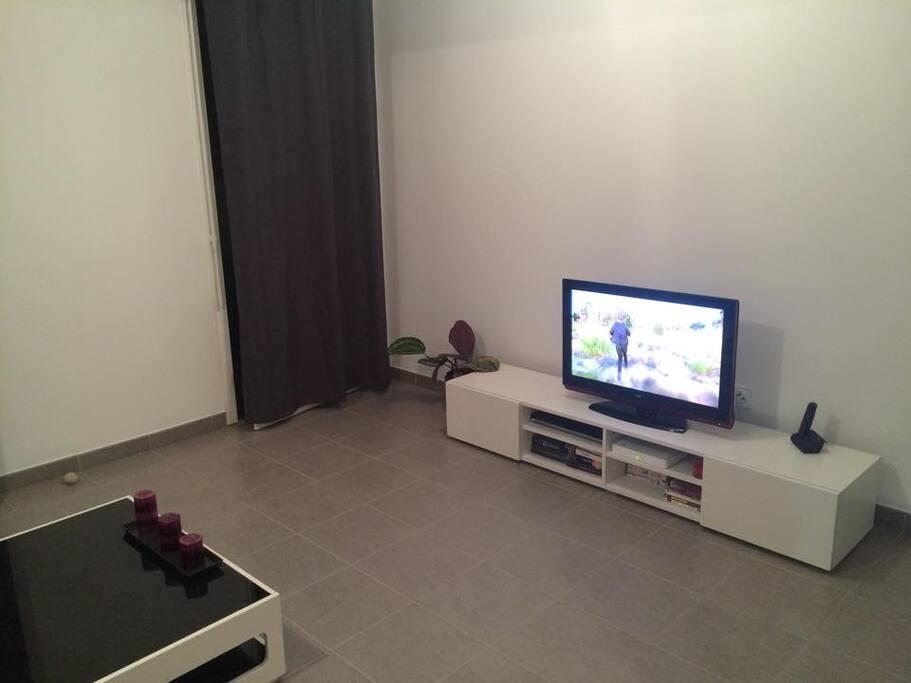 Meuble Tv avec télé de 80cm