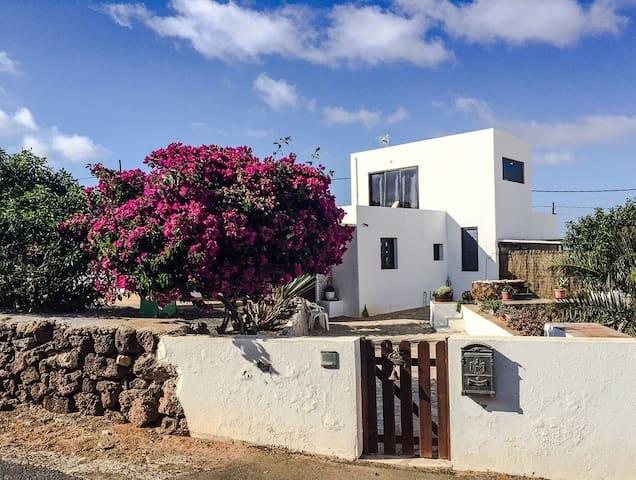 Unique Rustic Villa. Cool and Calm - La Oliva - Villa