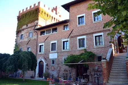 Twin-bedded  room in a tower near Montepulciano - Montepulciano - Bed & Breakfast