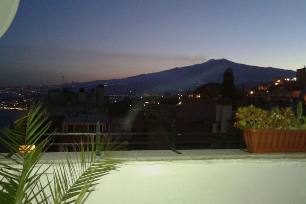 terrazzo con vista Etna, Teatro Greco, Mare, Castello Saraceno e Santuario Madonna della Rocca
