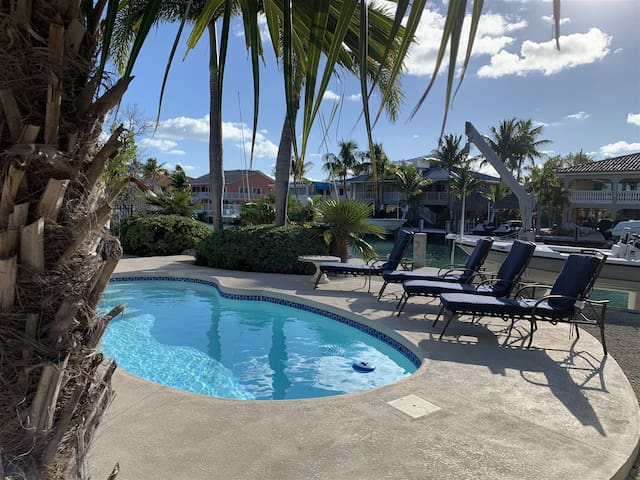 Reel Sunset with Pool and Canalfront in Duck Key