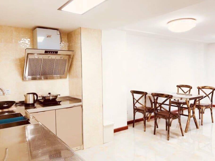 开放式厨房让您可以和朋友一起聊聊天,做做饭让烹饪变得不那么寂寞。