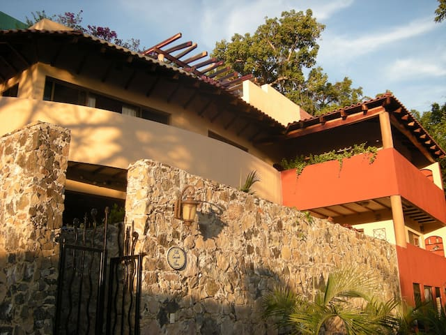 Beautiful 3 bdrm Chacala Villa - monthly special!