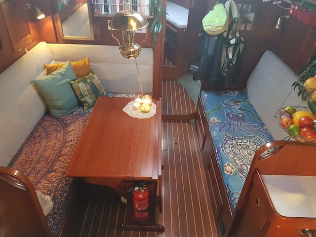 Cosy sailing yacht