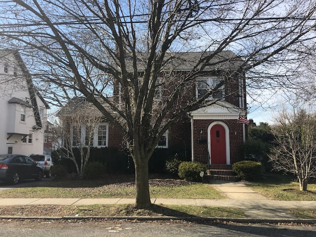 Private Bed/Bath; Separate Entrance; Pelham, NY