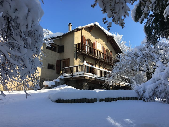 Plein Soleil - chalet for 12, 5min from the lifts