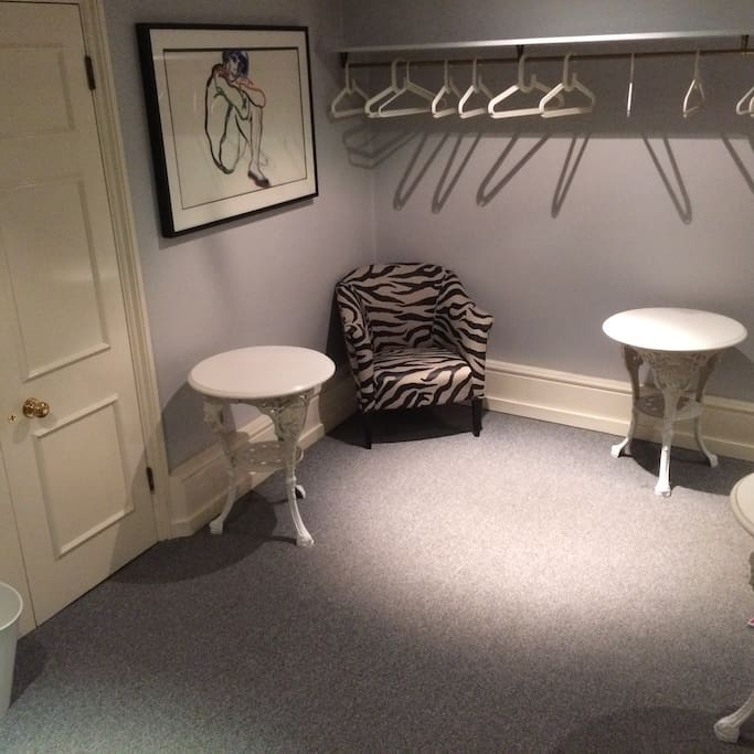 Dressing room doubles as another possible bedroom!