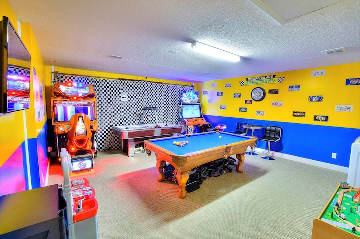 Funtastic Getaway - Amazing Game Room with A/C!!!