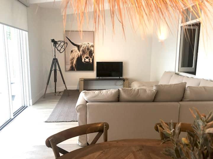 Charming design apartment with garden in Moita