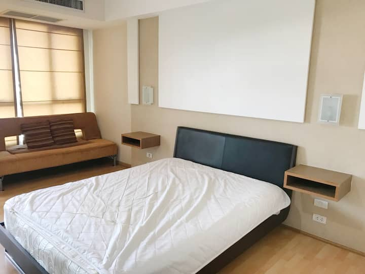 close to airport, Rama9, Abac huamark, gym, pool