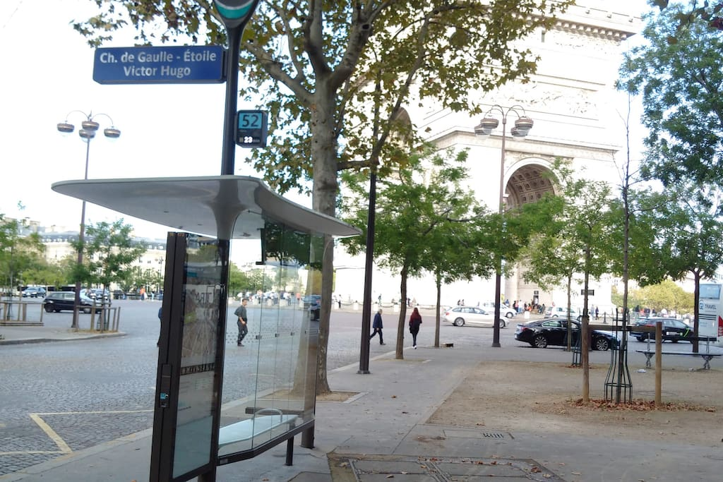 bus stop 200 meters away, you can see Arc de triomphe in the background