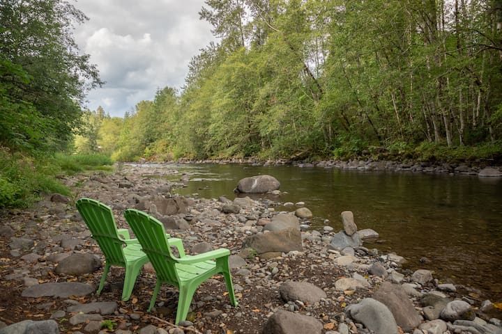 Adventure Basecamp 2-bedroom suite along the Salmon River; kitchenette, BBQ