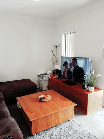 cozy, peacful and secure place close to everythin - Victoria Park - Apartament