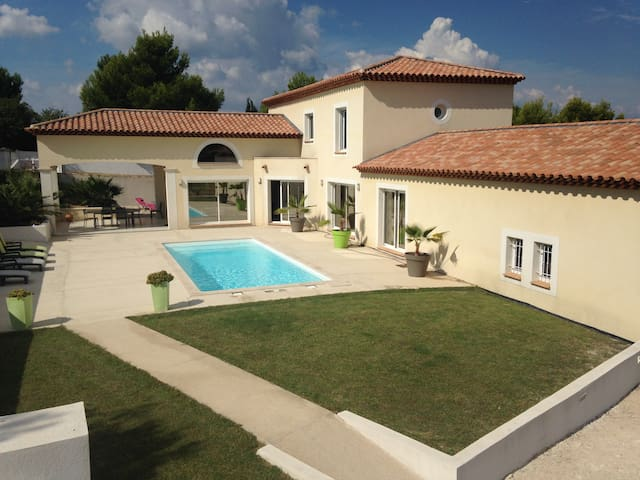 Magnifique Villa moderne de 300 m2 - Marignane - Casa