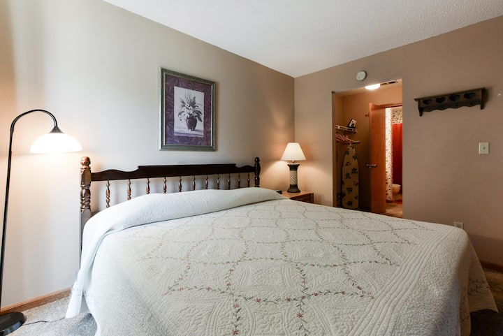The Roost Royale-NO STAIRS -- Golf/Water Views!! Indoor pool! Sleep 4 - Hot tub!