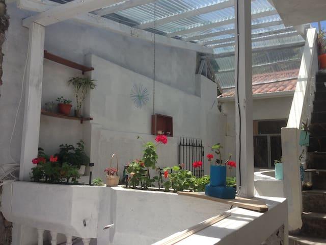 Central Smart/ Centro de Baños   Room/ Habitacion