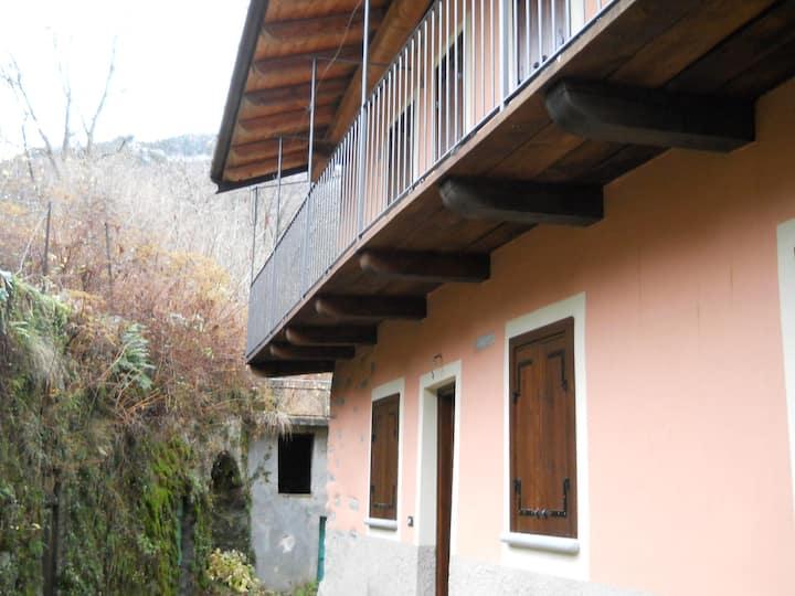 Antica casa nella  Valle del Cervo