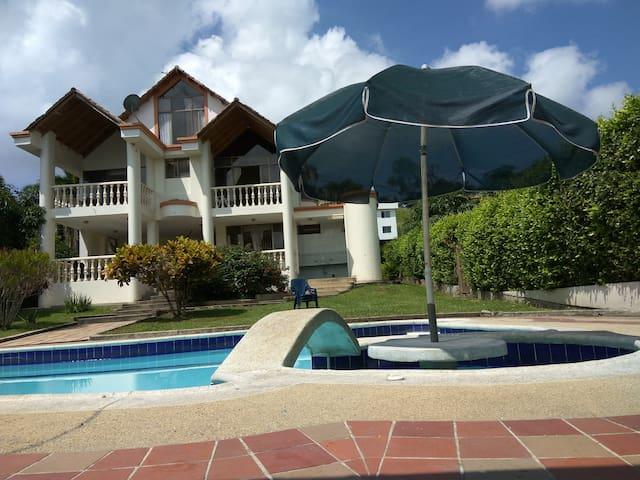 Casa Campestre en Anapoima - La Mesa