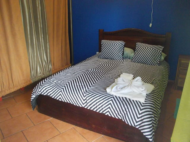 Apart big room, 2 bath,kitchen,A/C, parking,wifi - La Fortuna - Apartment