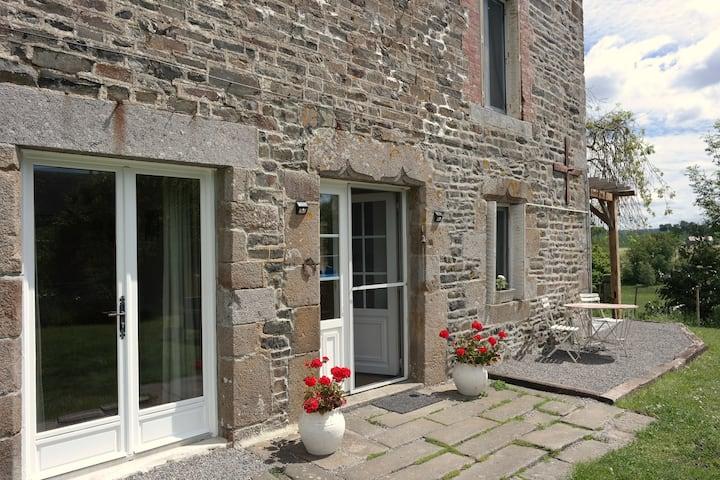 Relaxing family farmhouse gite 'La Garenterie'