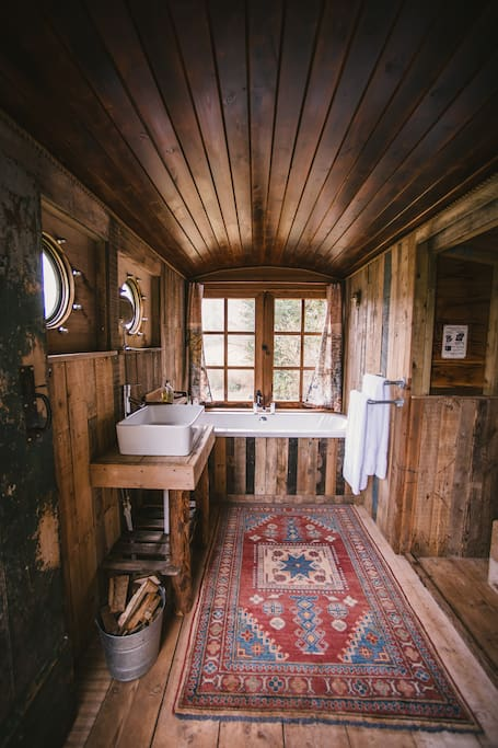 Amazing wood-fired 'Bathing Wagon' with incredible views from your bath!
