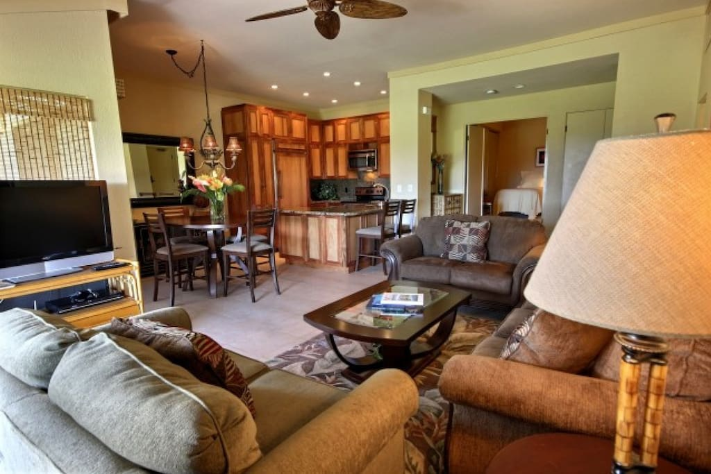 Comfortable and Luxurious Great Room - Large Flat Screen TV with Cable - Imagine Relaxing Here
