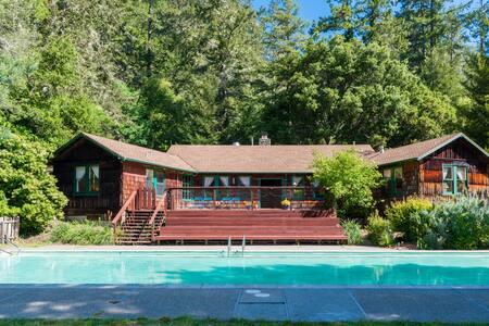Main Lodge - The Heart Of Venture Retreat Center