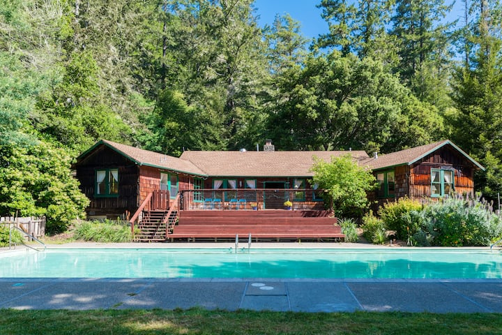 Main Lodge + 2 Wood Cabins, Venture Retreat Center