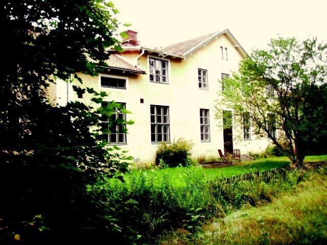Apartment in Old Schoolhouse in Enchanted Forest - Skinnskatteberg - Villa