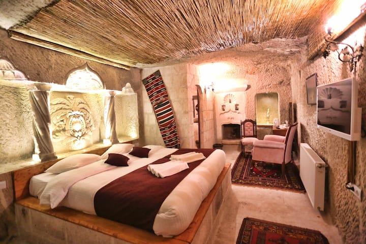 Desdi Cave Room
