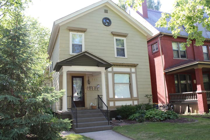 A stone's throw from downtown GR! - Grand Rapids - Apartemen