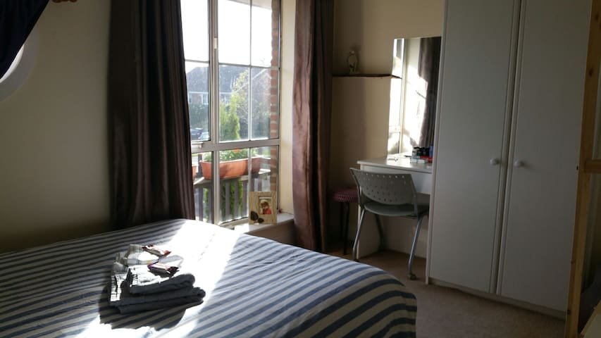 Cosy Room at a beautiful home near UCD