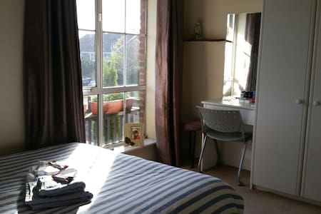 Cosy Room at a beautiful home near UCD - Dublin - Hus
