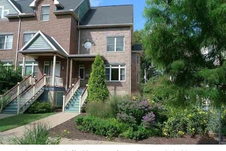 Modern Townhouse in Historic City - Rock Island - Townhouse