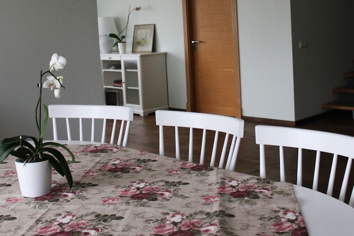 Cozy Guest House Walking Distance to Beach