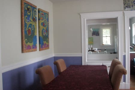 Large sunny 4 BDRM  - great for kids and pets - Belmont - Casa