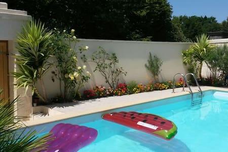 Belle maison avec piscine à Cognac - Rumah