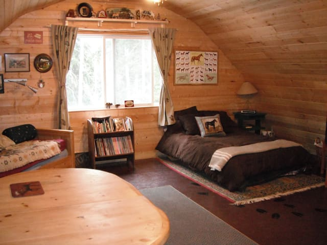 Unique On Farm Accommodation - Quesnel