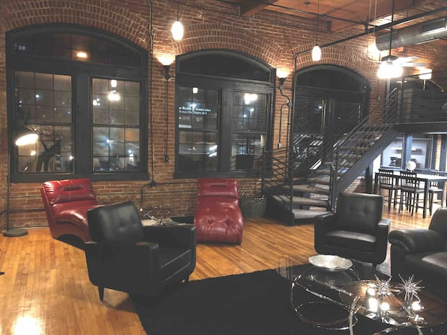"Located in the Heart of Downtown KC ""Diamond Loft"""
