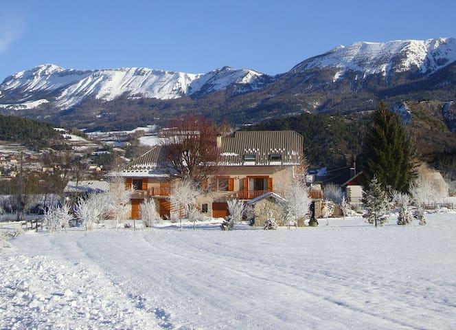 Appart tout confort à la montagne-terrasse-jardin - Seyne - Apartment