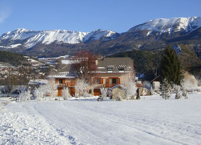 Appart tout confort à la montagne-terrasse-jardin - Seyne - อพาร์ทเมนท์