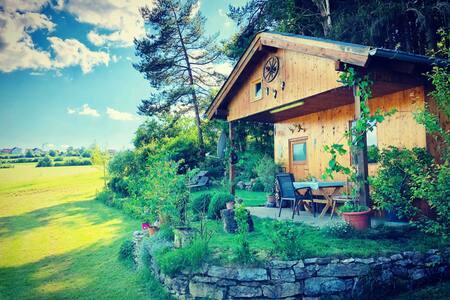 Hüttenliebe - Gemütliche Hütte am Waldrand
