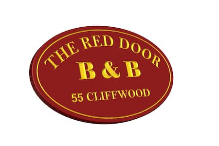 Red Door B&B:Fall/Wntr Rm Queen Bed - Lee