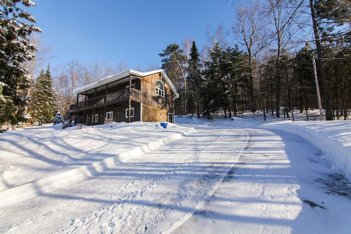 Beautiful cottage with a view of Lac louisa