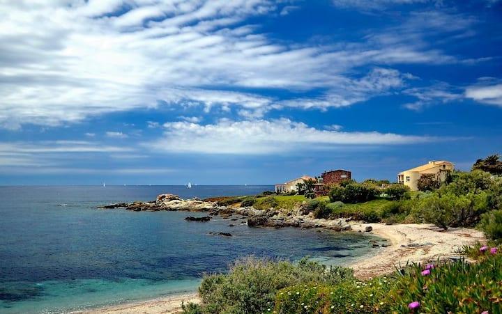 8pax stone villa facing the sea in Marine de Davia
