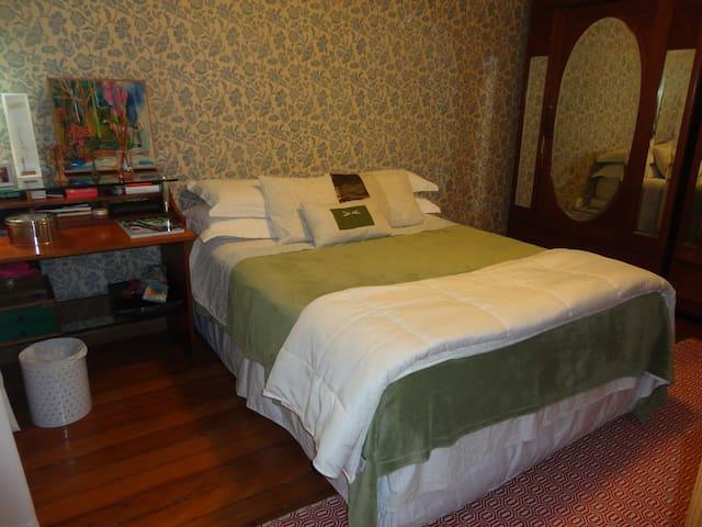 Quarto confortável e bem decorado!
