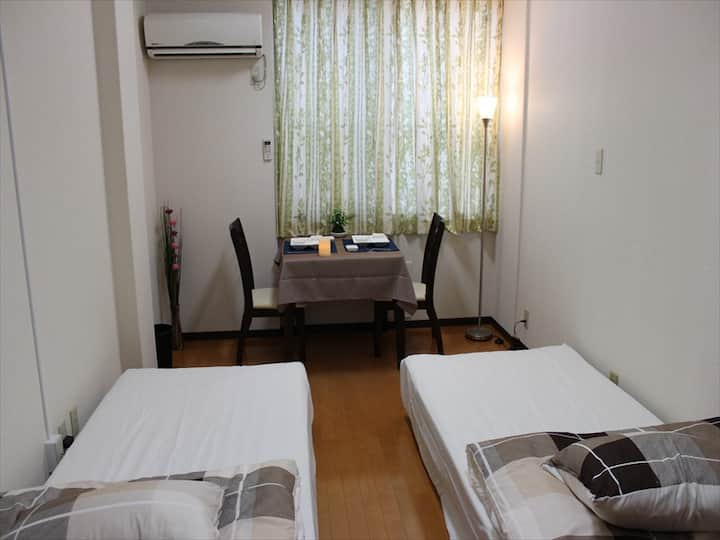 Kanrokoen 4 minutes on foot!Simple &Twin bed room.