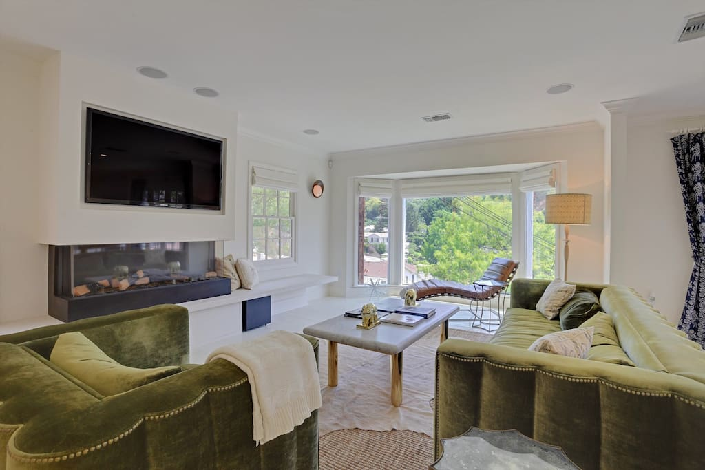 Comfortable designer furnishings, amazing views, open concept layout