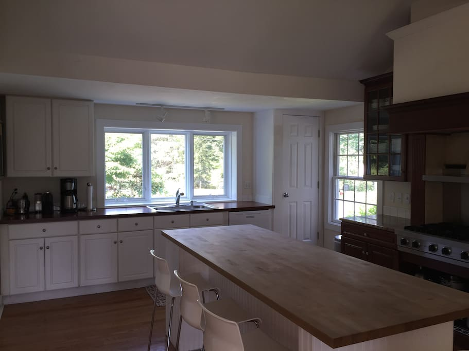 Kitchen with large island for cooking/dining and Viking stove