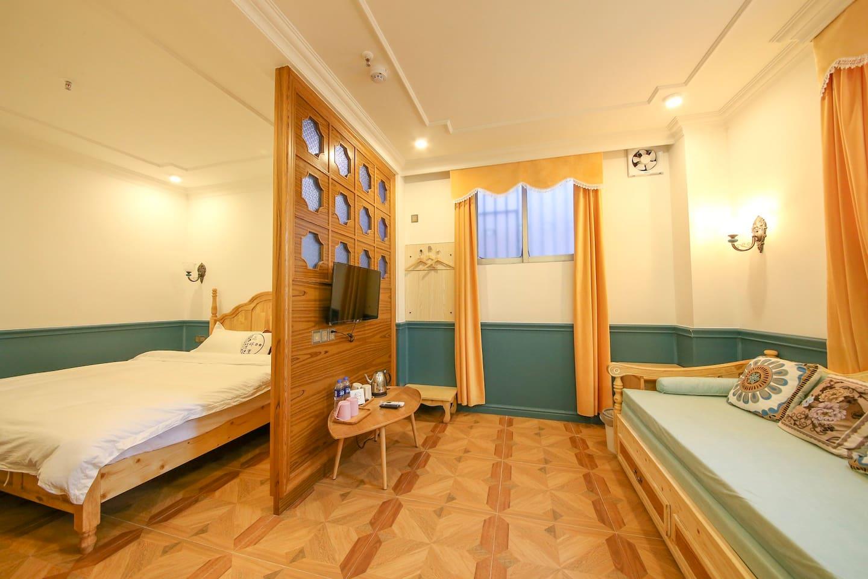 房间配套小客厅+1.8米大床